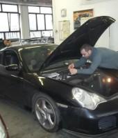 Výměna autoskla u vozu Porsche 911